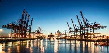 Containerkräne im Hafen von Hamburg